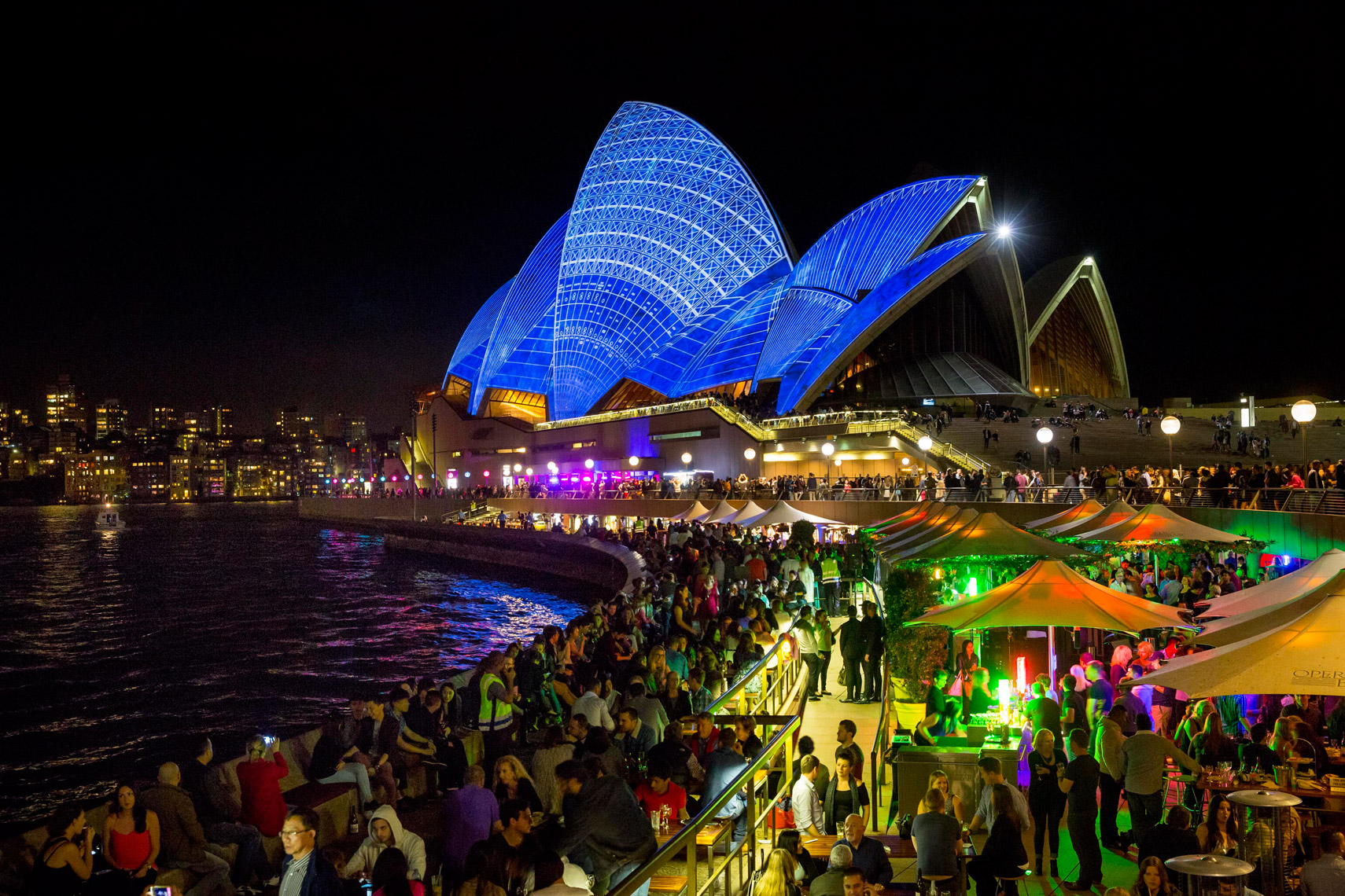 Vivid-Sydney-2014_Lighting-the-sails_Opera-Bar_James-Horan_DNSW_252