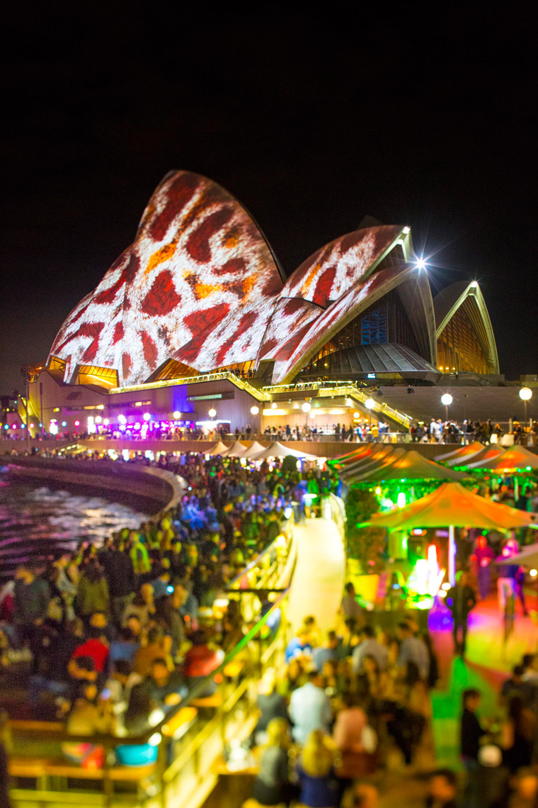Vivid-Sydney-2014_Lighting-the-sails_Opera-Bar_James-Horan_DNSW_579