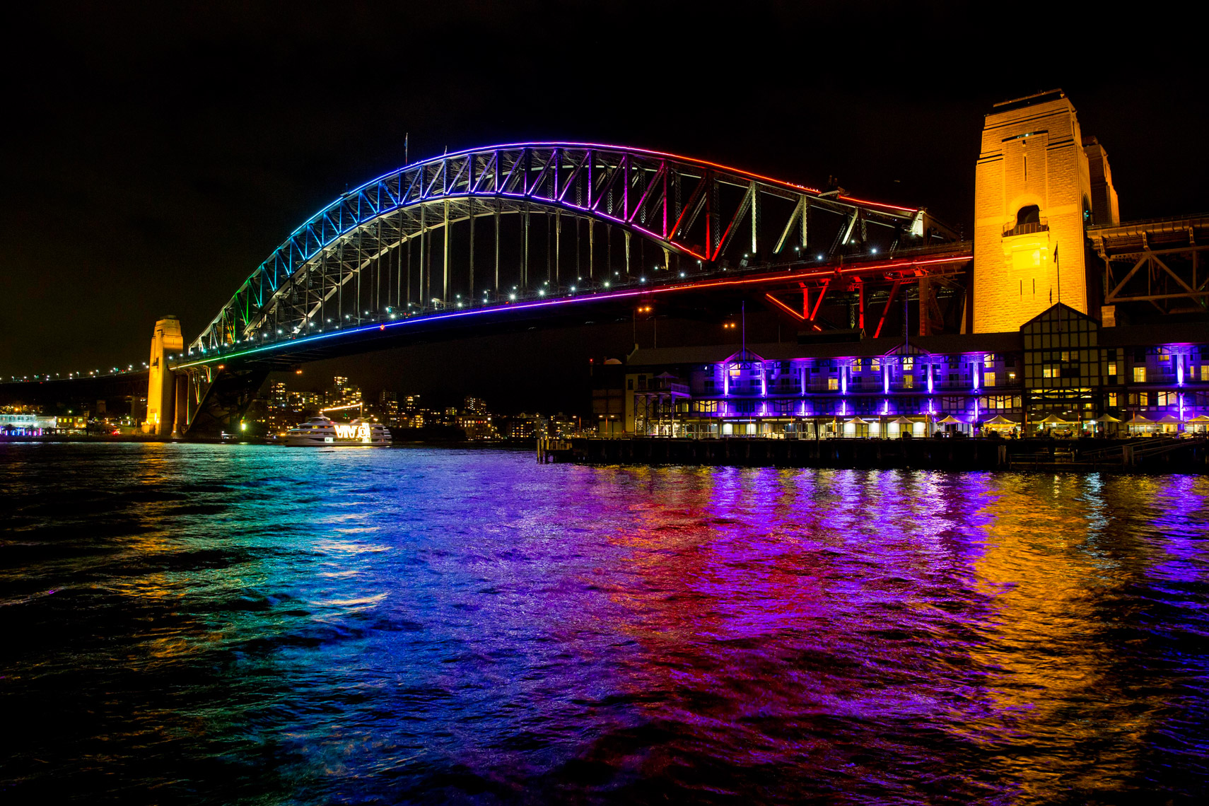 Vivid-Sydney-2014_Vivid-Boat_Walsh-Bay_James-Horan_DNSW--002