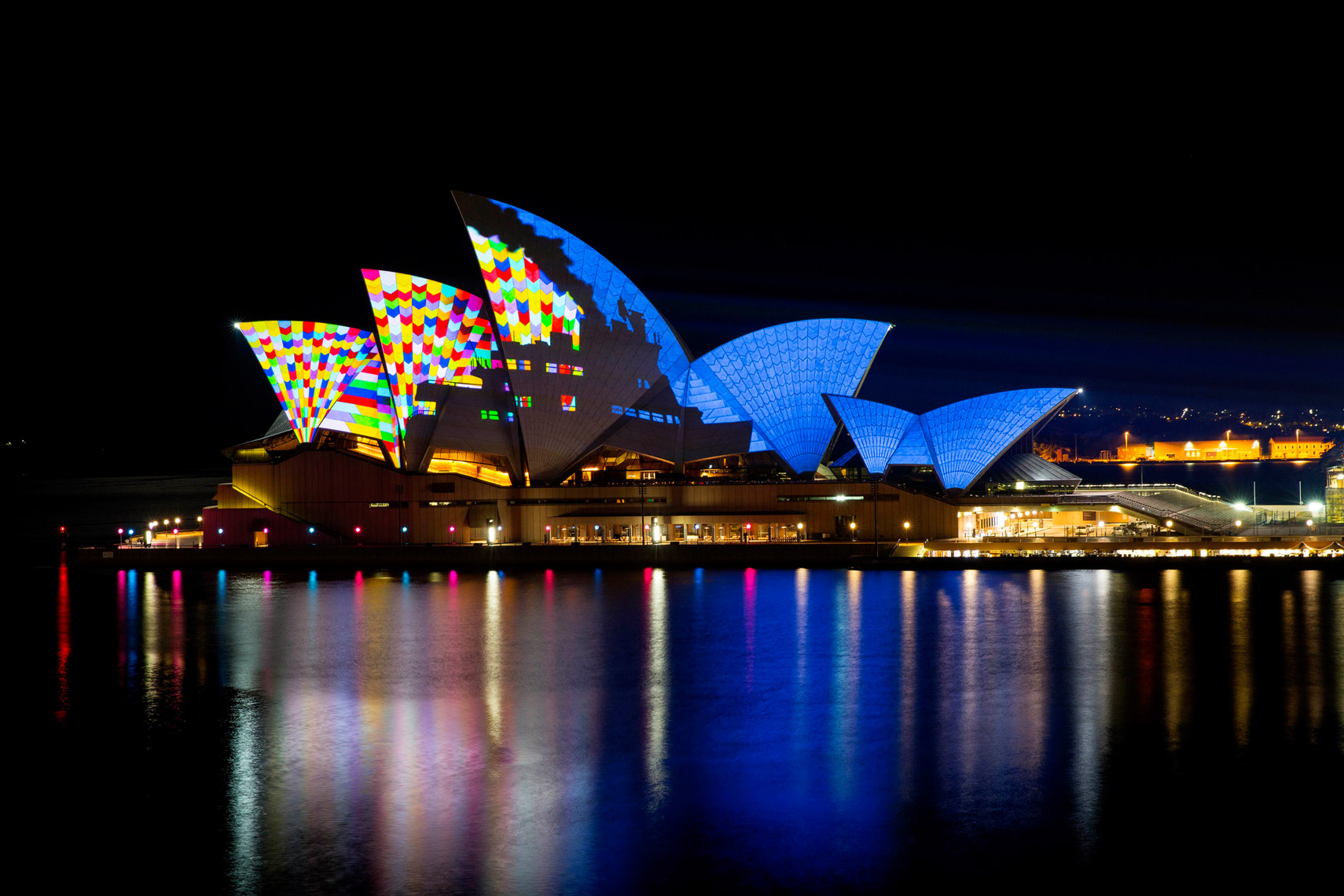 Vivid-Sydney-2014_lighting-the-sails_opera-house_JHORAN_DNSW-----01