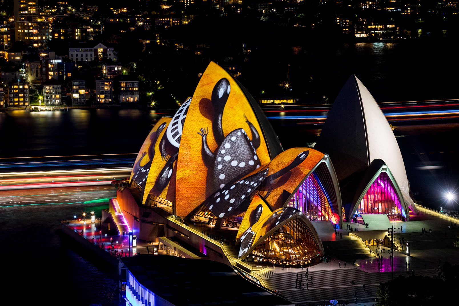 Vivid-Sydney-2016_opening-night_Clr-Quay_Lighting-The-Sails_Songlines_CREDIT-Destination-NSW_JH-002
